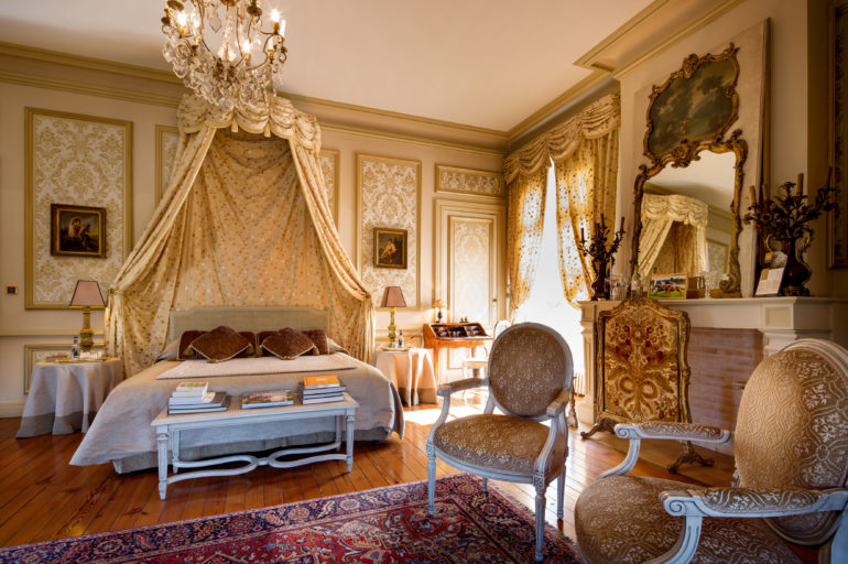 Voyagez près de chez vous, dans l'un des somptueux châteaux de Bernard Magrez